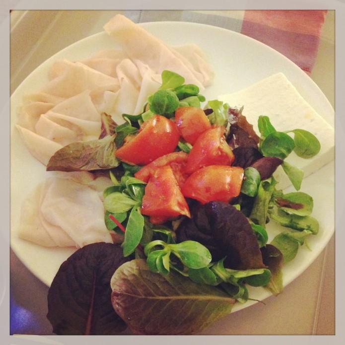 Ensalada de pavo, queso de burgos, canónigos y tomate para Andrés Toledo y su reto Hi-Fitness